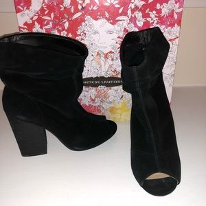 Chinese Laundry slinky suade booties